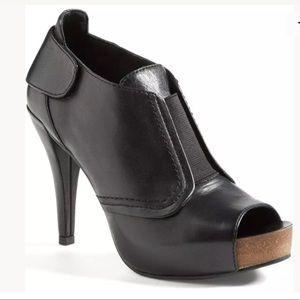 Vince Camuto Peep Toe Leather Bootie Heels Sz:8.5M